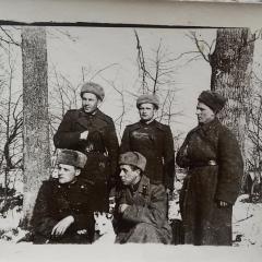 Фронтовой снимок моего отца, - Котина  Георгия Павловича, -  он в верхнем ряду, - крайний слева, - в светлой шапке