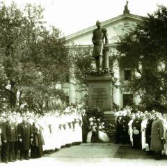 Открытие памятника в 1889 году