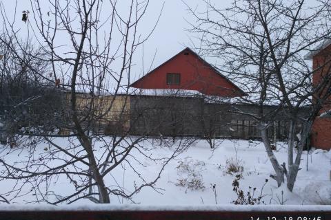 наш огород  закрыт сплошной стеной строений соседа с юго-западной стороны
