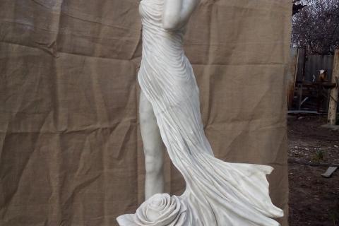 """Скульптура из мрамора """"Мираж трёх роз"""""""